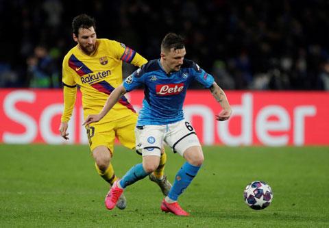 Napoli của Gattuso (phải, ảnh nhỏ) đã chơi một trận đáng khen trước Barca hùng mạnh