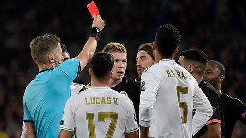 'Đồ tể' Ramos bắt kịp Edgar Davids và Ibrahimovic về số thẻ đỏ
