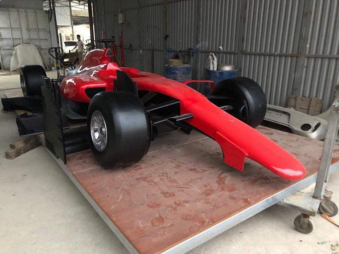 Mô hình xe đua F1 bằng composite được thiết kế tỉ mỉ, tinh xảo ở từng chi tiết, mô phỏng chính xác theo chiếc xe đua triệu đô của giải đấu.