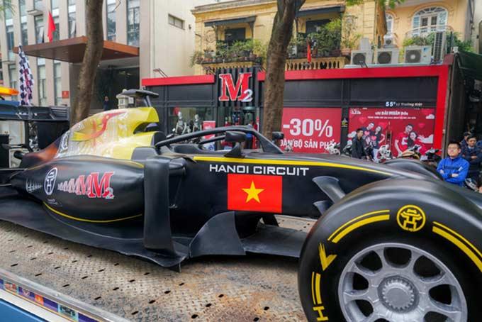 Chiếc xe mô hình này đã được đưa đi quảng bá trên các đường phố của thủ đô Hà Nội cách đây vài ngày.
