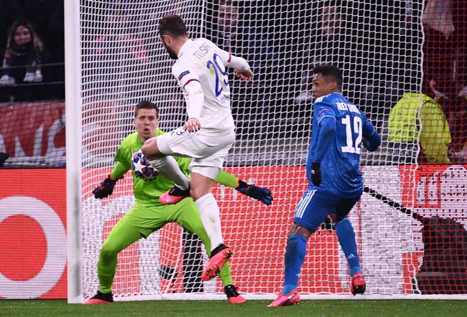 Tousart mở tỷ số cho Lyon ở phút 31