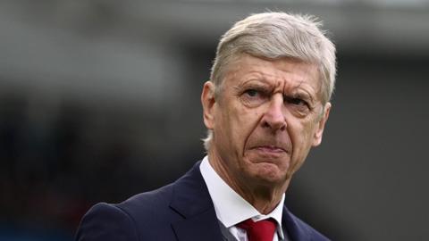 Wenger tin Man City đang gặp cùng vấn đề như Arsenal thời của ông