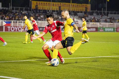 HLV Phan Thanh Hùng tin tưởng Than.QN (áo sẫm) sẽ chơi tốt các trận còn lại ở AFC Cup 2020 Ảnh: CTV