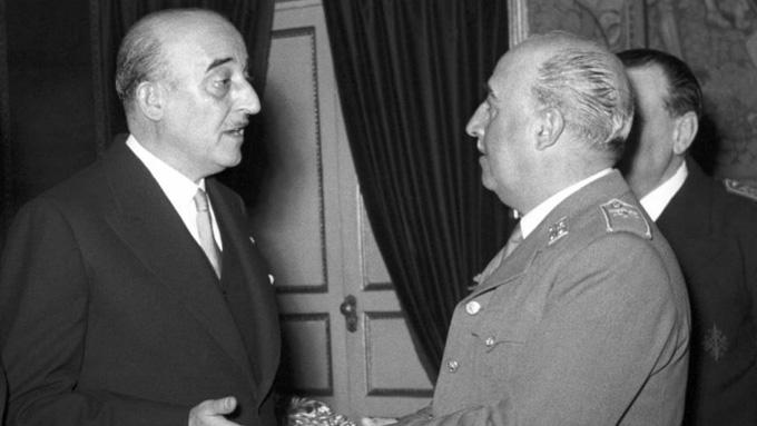 Chủ tịch của Barcelona, Marti Carretó, cùng với Franco trong thời gian diễn ra thương vụ Di Stefano