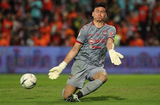 Văn Lâm mất chỗ đứng ở Muangthong sau khi để thủng lưới 4 bàn sau 2 trận đầu tiên tại Thai League