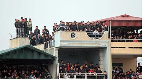 BTC giải V.League cấm khán giả ngồi nóc nhà xem V.League