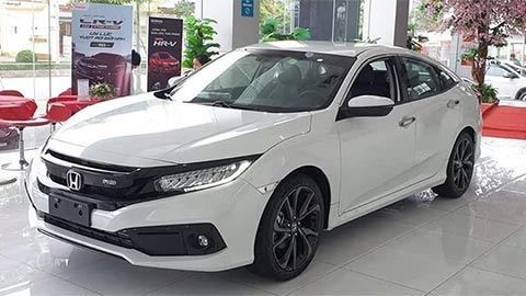Honda Civic giảm giá 'kịch sàn' khiến Mazda 3, Kia Cerato, Hyundai Elantra lo sốt vó