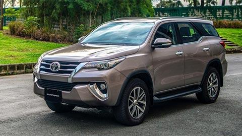 Toyota Fortuner, Altis giám giá 'khủng' tại đại lý, đấu Ford Everest, Mazda 3