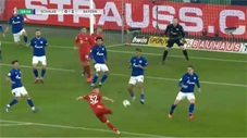 Joshua Kimmich xâu kim 2 cầu thủ đối phương ghi bàn cho Bayern