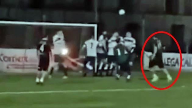 Totti với bàn thắng ấn tượng vào lưới đối phương