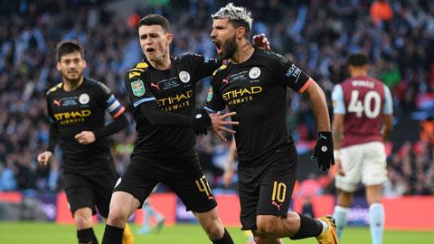Aguero (bìa phải) và đồng đội vẫn nuôi hy vọng dự Champions League mùa tới
