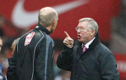 Sir Alex đã hết mình bảo vệ Rooney