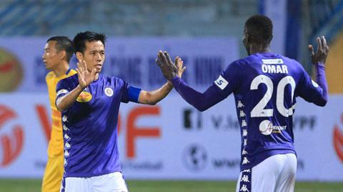 Hà Nội FC đã chứng tỏ sức mạnh của ƯCV vô địch khi nhấn chìm DNH.NĐ Ảnh: ĐỨC CƯỜNG