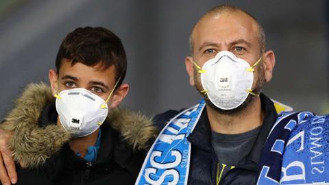 Serie A có nguy cơ nghỉ thi đấu vô thời hạn do COVID-19