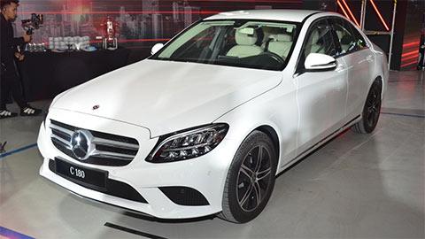 Mercedes-Benz C 180 giá 1,4 tỷ đồng, đối đầu Toyota Camry, Honda Accord, VinFast Lux A2.0