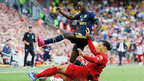 Liverpool vẫn còn nguyên nỗi lo hàng thủ
