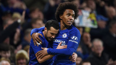 Cả Willian (phải) lẫn Pedro đều ghi bàn trong màn vùi dập Everton