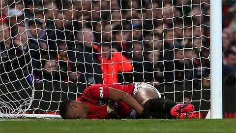 """Martial chia sẻ hình ảnh """"rợn người"""" sau trận derby Manchester"""