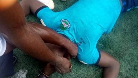 Thế giới bóng đá mất thêm một cầu thủ vì đột tử trên sân