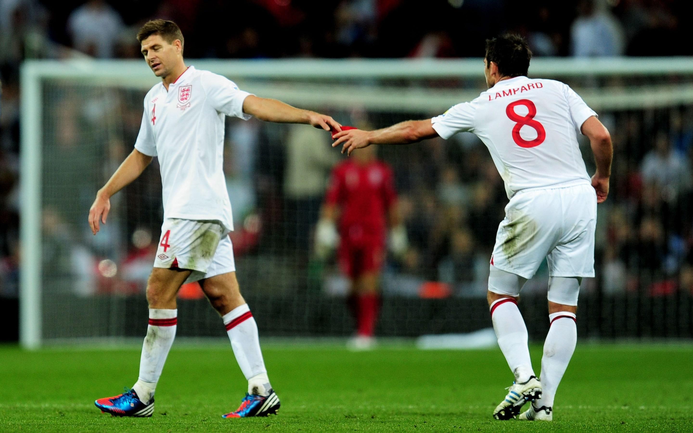 Đều là số 8 xuất chúng tại CLB, nhưng khi lên ĐT Anh, Lampard và Gerrard thường triệt tiêu nhau