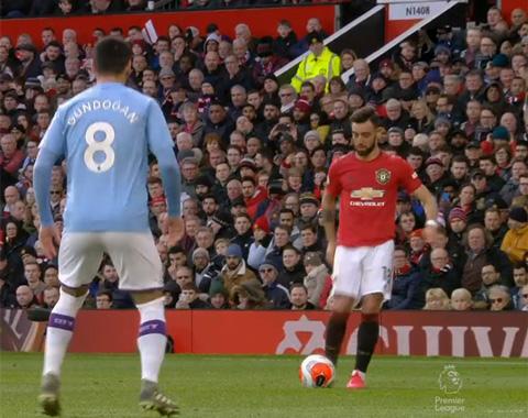 Pha hất bóng tinh tế của anh khiến hàng thủ Man City hoàn toàn bất ngờ