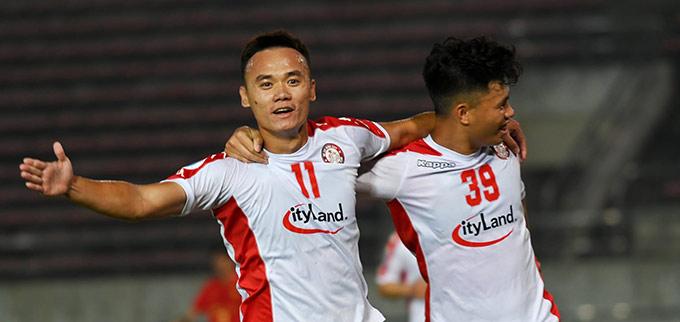 Xuân Nam tiếp tục thể hiện cái duyên ghi bàn cho TP.HCM - Ảnh: AFC