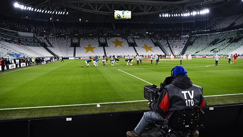 Covid-19 hoành hành, Serie A dừng thi đấu 1 tháng