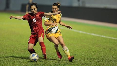 ĐT nữ Việt Nam (áo đỏ) đã chơi đầy nỗ lực. Ảnh: Đức Cường