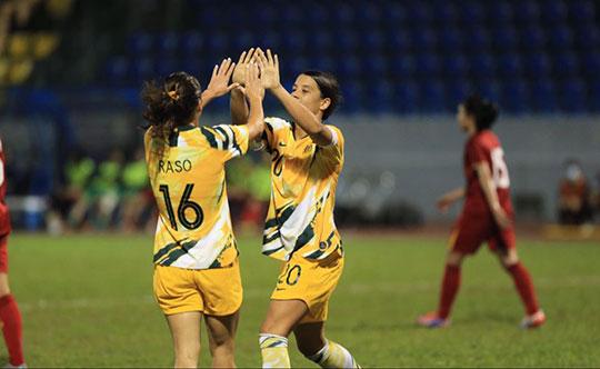 ĐT nữ Australia đang dẫn với tổng tỷ số 7-0. Ảnh: Đức Cường