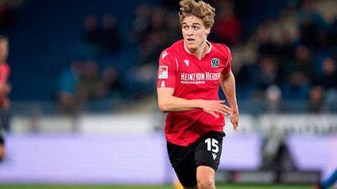 Cầu thủ chuyên nghiệp đầu tiên của Đức dính Covid-19