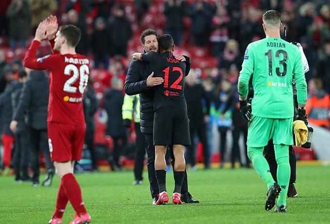 Simeone chứng tỏ tài năng bằng chiến thắng tại Anfield