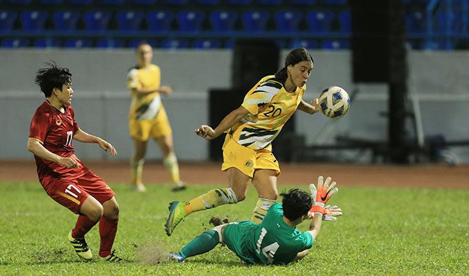 Nỗ lực của Kim Thanh cùng các đồng đội chỉ giúp ĐT nữ Việt Nam đứng vững được đến phút 15. Australia sớm nhân đôi cách biệt chỉ 12 phút sau đó