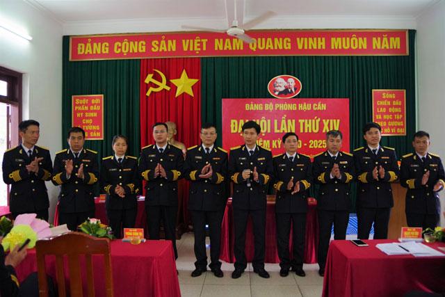 BCH Đảng bộ Phòng Hậu cần và các Đại biểu dự Đại hội Đảng bộ cấp trên ra mắt đại hội