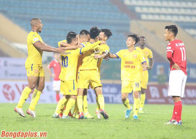 Đội bóng thành Nam đã vươn lên vị trí thứ 8 sau khi thắng Hồng Lĩnh Hà Tĩnh