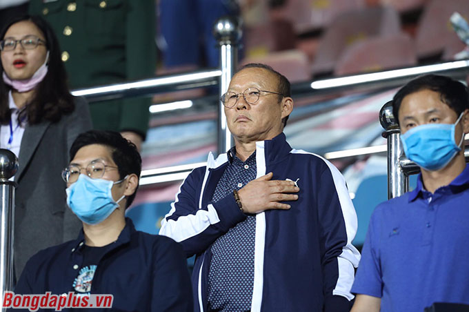 Ở trận đấu giữa DNH.NĐ và HL Hà Tĩnh, HLV Park Hang Seo cùng 2 trợ lý Hàn Quốc dự khán trên sân Thiên Trường