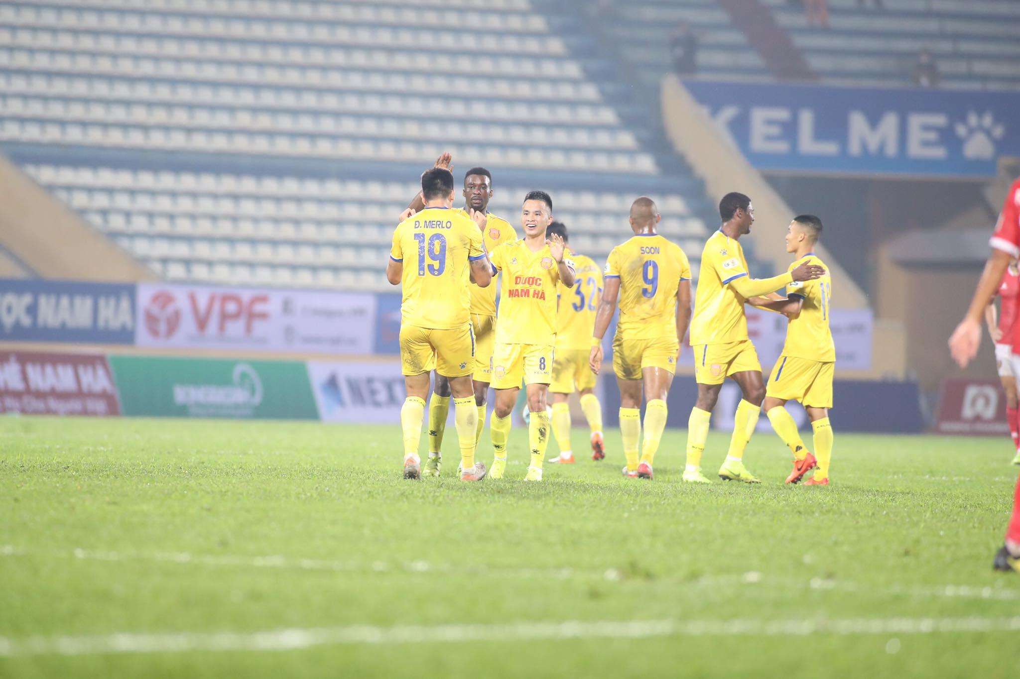 Sỹ Minh chơi cực hay, ghi bàn thắng nâng tỷ số lên 2-0 cho DNH.NĐ - Ảnh: Phan Tùng