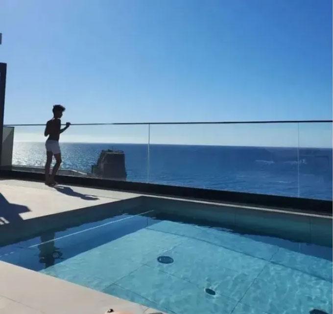 Ronaldo đang trốn dịch ở một căn nhà sang trọng