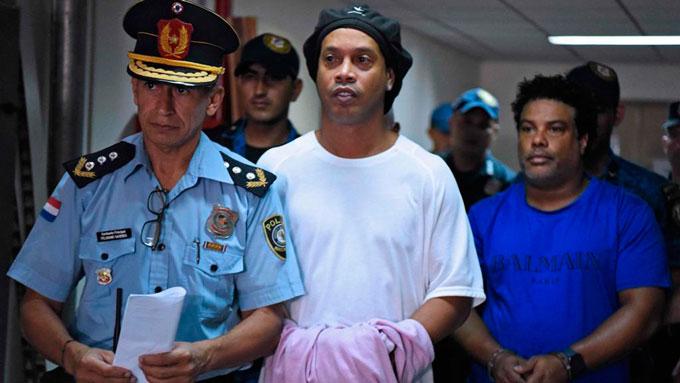 Cái kết đắng trong tù cho Ronaldinho