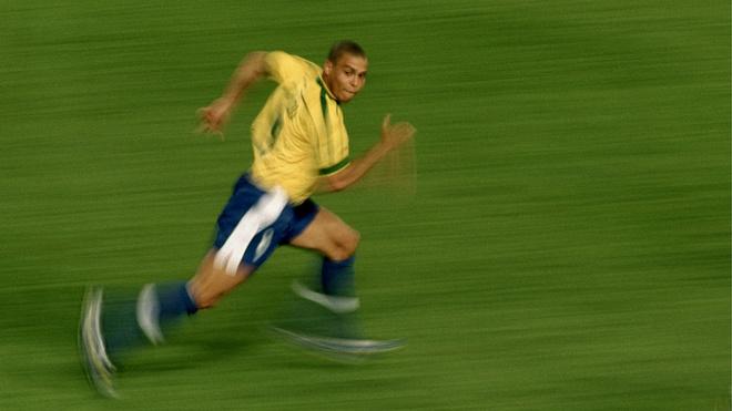 Song số 9 ấn tượng nhất phải là chàng Ronaldo Béo
