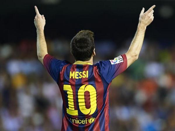 Còn bây giờ, Messi là số 9 ảo kỳ diệu nhất thế giới