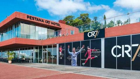 Ronaldo phủ nhận biến khách sạn của mình thành... bệnh viện dã chiến