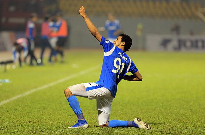Dù nỗ lực có được bàn gỡ 1-2 của Kebe ở phút 58, nhưng Hà Nội FC vẫn chịu cảnh trắng tay trên sân khách khi để Lynch hoàn tất cú đúp ấn định chiến thắng 3-1