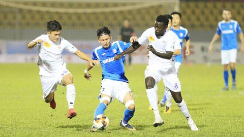 Hà Nội FC và cơn đau đầu ở hàng thủ