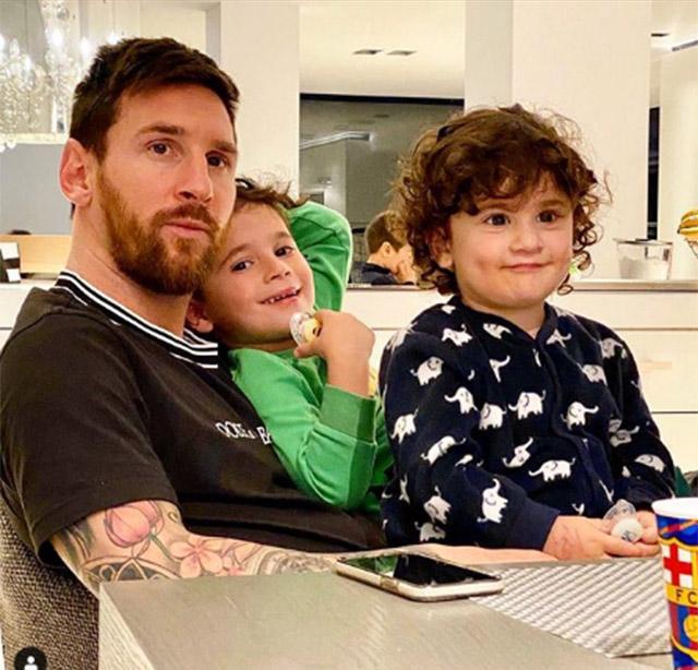 Nhiệm vụ chính của Lionel Messi (Barca) trong những ngày này là chơi với con