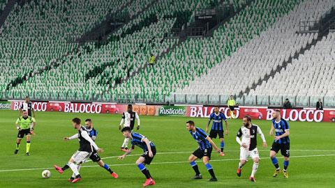 Trận derby d'Italia giữa Juventus và Inter diễn ra trên sân không khán giả để tránh dịch Covid-19