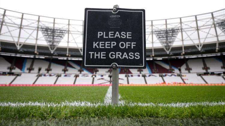 Các sân cỏ ở Vương quốc Anh sẽ bị khoá đến 30/4/2020