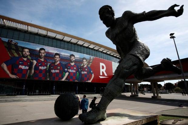Các thánh đường vĩ đại như Camp Nou giờ cũng vắng tanh