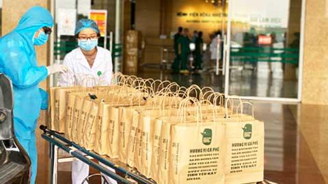 Chia sẻ 10.000 cốc cà phê yêu thương tại bệnh viện tuyến đầu chống dịch Covid-19