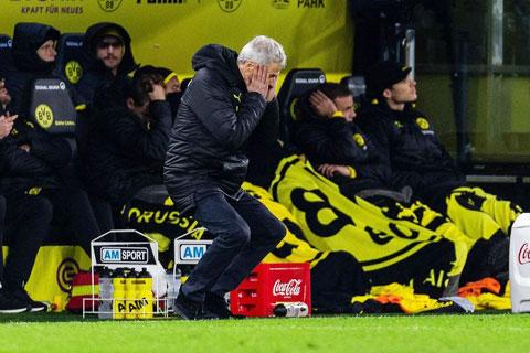 Mùa sau, nhiều khả năng Lucien Favre sẽ không phải đau đầu như thế này khi Dortmund thi đấu