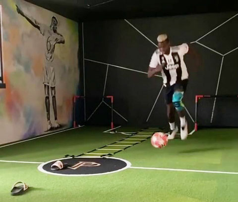 Mới đây Pogba đã tập luyện cùng chiếc áo Juve càng dấy lên thông tin anh sẽ rời M.U